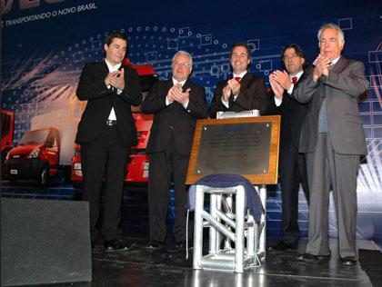 Da esquerda para a direita: Maurício Gouveia, diretor de pós-venda da Iveco; Dadalti, vice-presidente da Iveco;