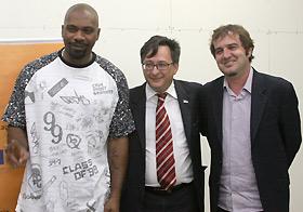 MV Bill com Marco Piquini, Diretor de Comunicação da Iveco, e Fredy Antoniazzi, Secretário de Cultura de Sete Lagoas