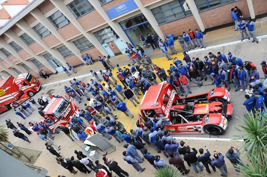 Scuderia Iveco visita fábrica de Córdoba, na Argentina fabrica