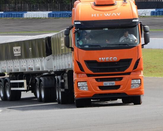 Você sabe usar o freio do caminhão corretamente?